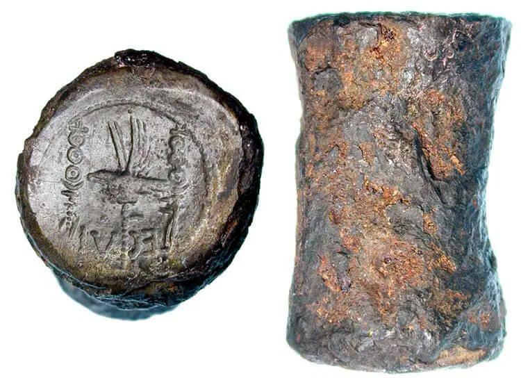 Antigo cunho do Império Romano, de um Denário cunhado para a legião romana Legio VI Victrix de Marco Antônio (ano 31 a.c.)